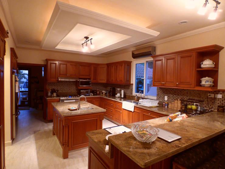 Kitchen: Cocinas equipadas de estilo  por DHI Arquitectos y Constructores de la Riviera Maya