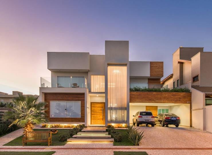 房子 by Charis Guernieri Arquitetura