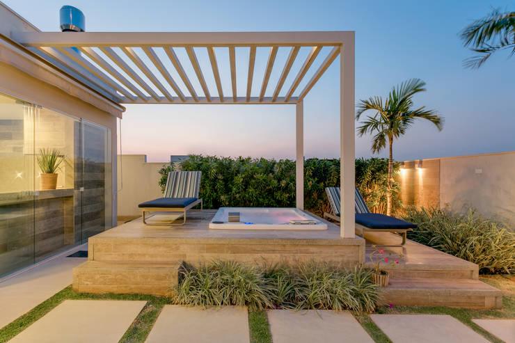 Casa moderna e encantadora com spa privativo for Salone casa moderna