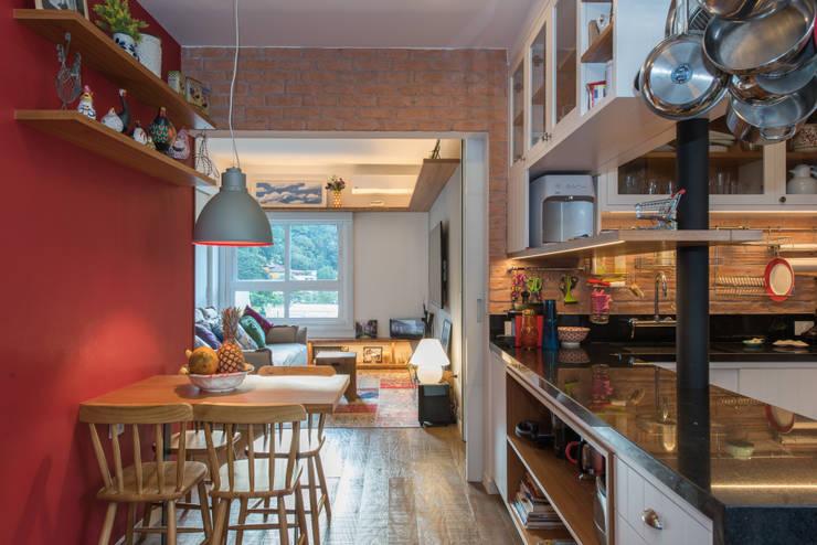 Cocinas de estilo moderno de Espaço Tania Chueke