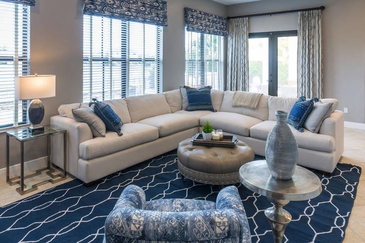 غرفة المعيشة تنفيذ Lux Design Associates