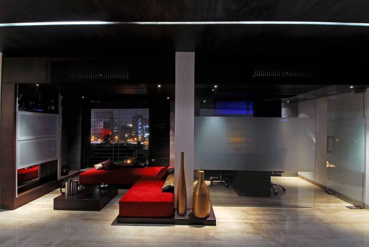 Bandra Residence:  Living room by SM Studio