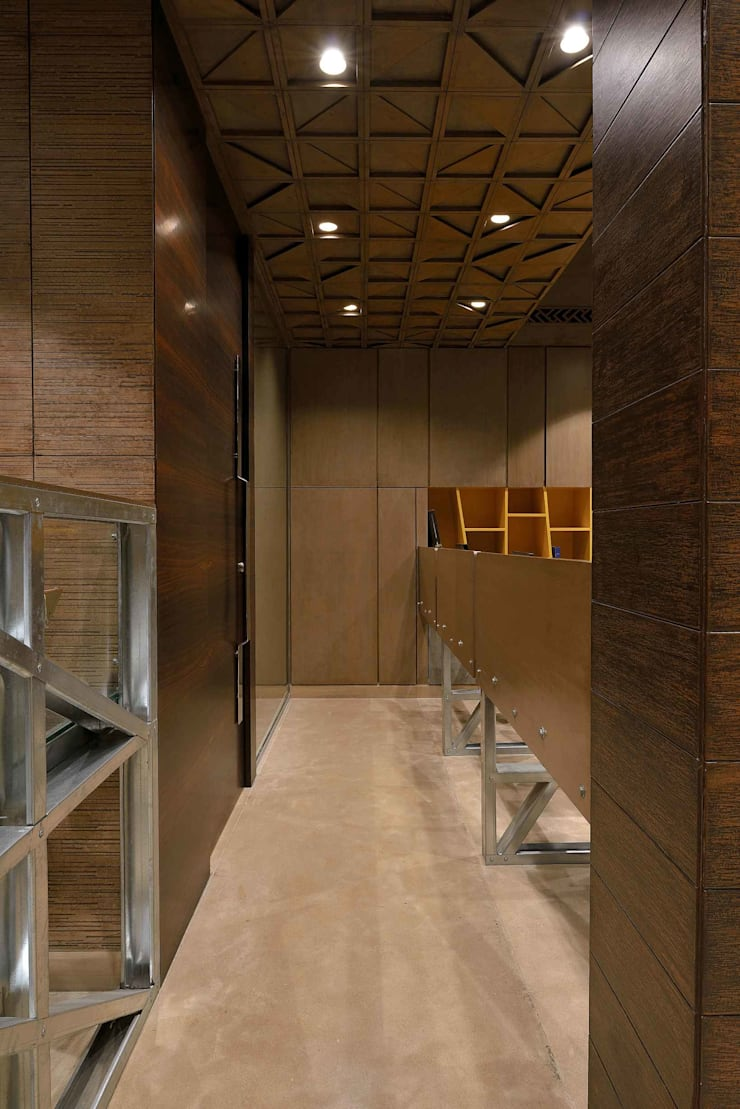 Shera Office:  Offices & stores by SM Studio