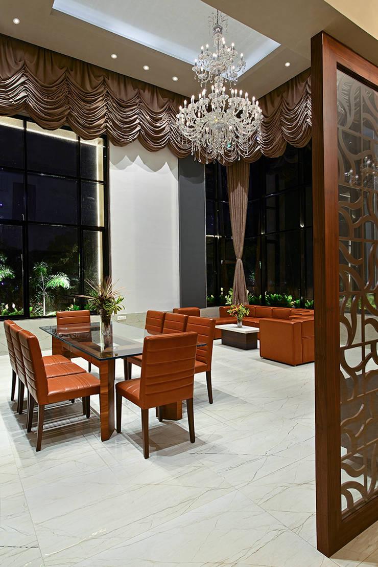 Divya Drashti:  Dining room by SM Studio