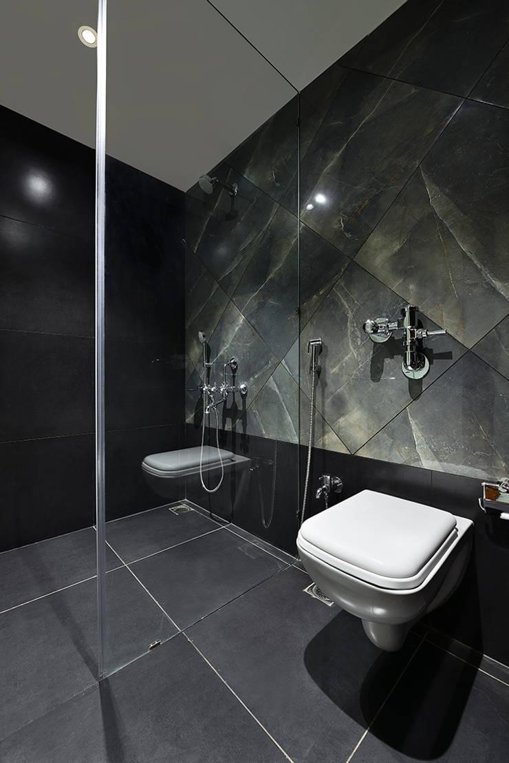 Divya Drashti:  Bathroom by SM Studio