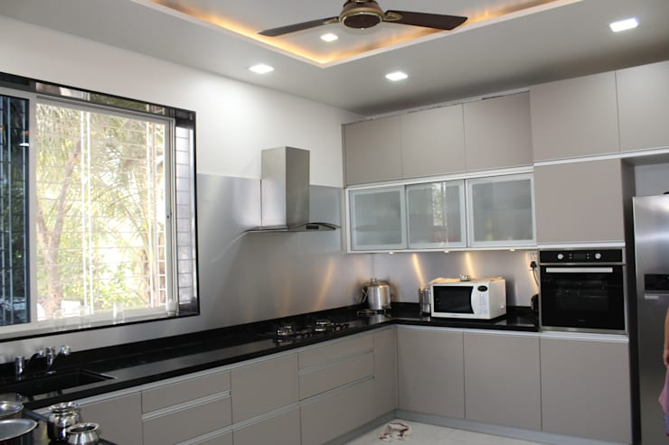 Bunglow at Warje, Pune:  Kitchen units by Finch Architects