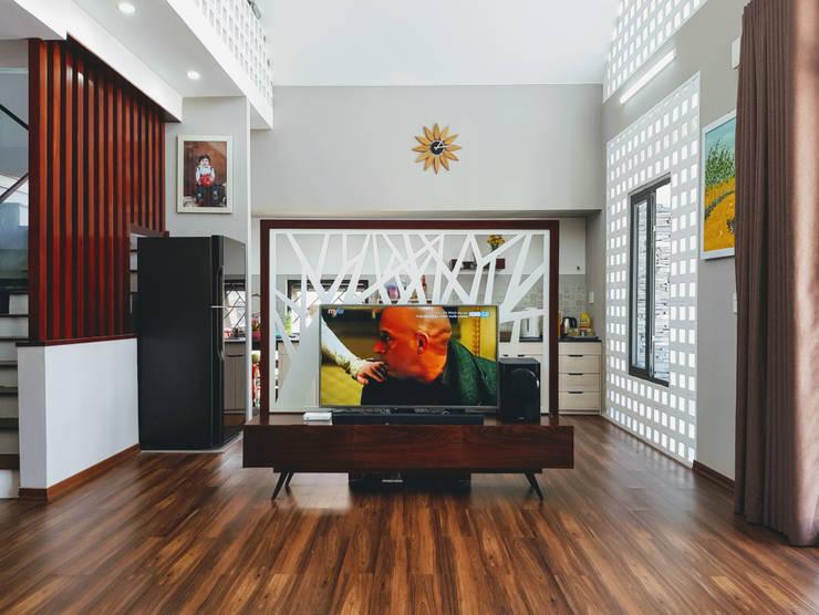 Ruang Keluarga by RÂU ARCH