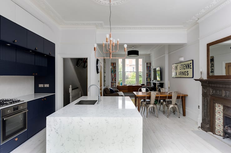 Barton Road Extension:  Kitchen by R+L Architect