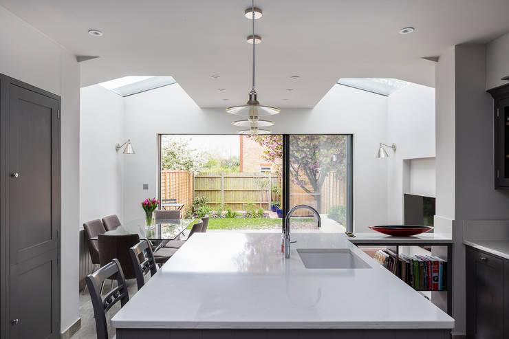 Nhà bếp by R+L Architect