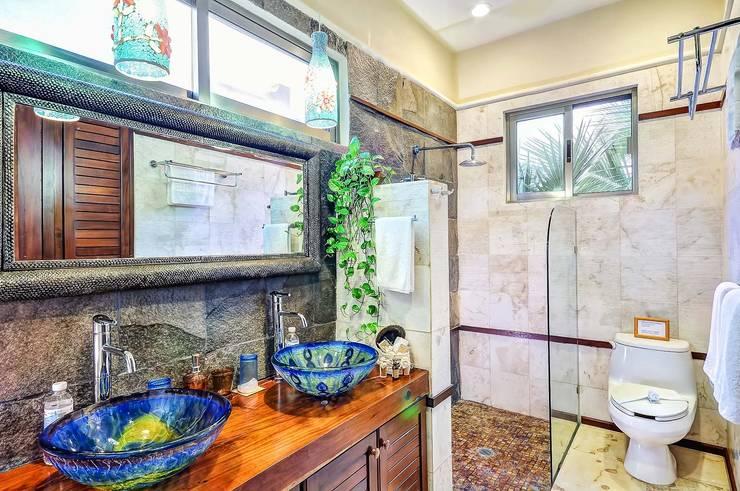 浴室 by DHI Riviera Maya Architects & Contractors