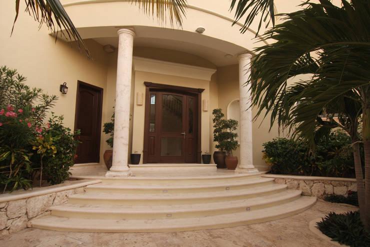 Villa Escapar: Villas de estilo  por DHI Riviera Maya Architects & Contractors
