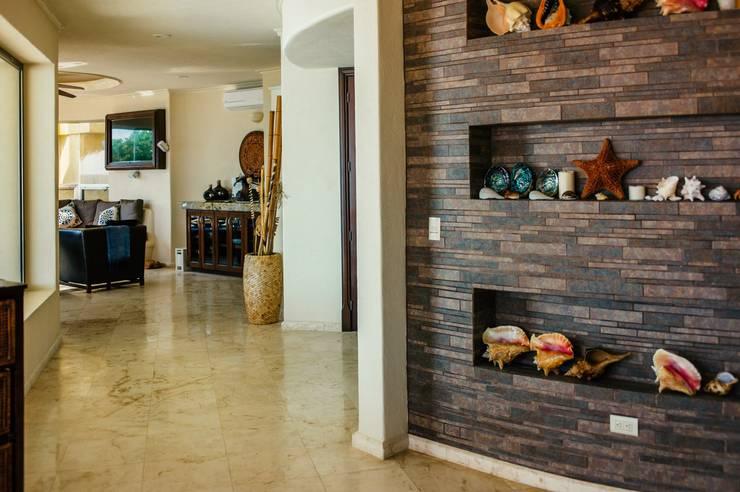 Architecture details: Paredes de estilo  por DHI Riviera Maya Architects & Contractors