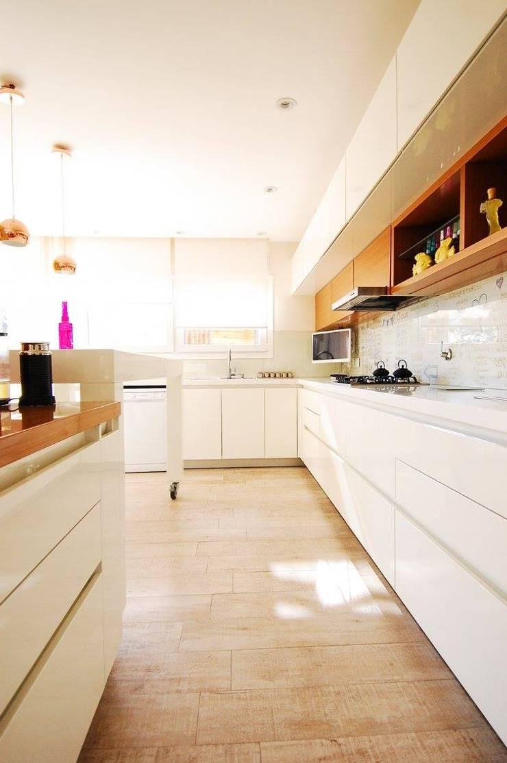 Mesada de Cocina.: Cocinas de estilo  por Dsg Arquitectura ,