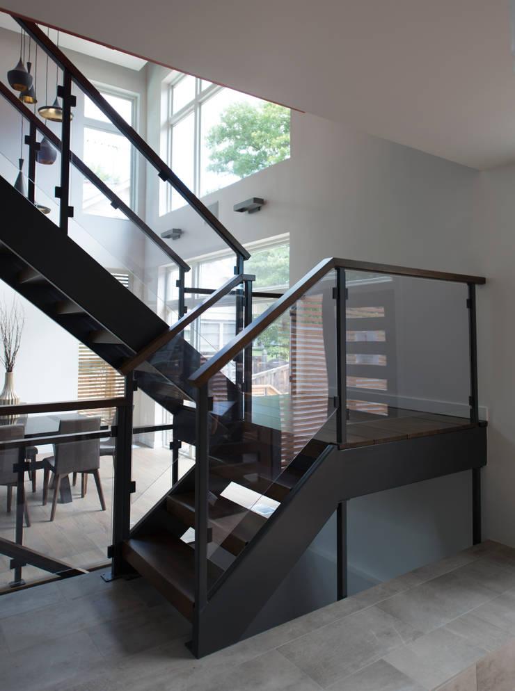 Bethesda Renovation/Addition:  Corridor & hallway by ARCHI-TEXTUAL, PLLC