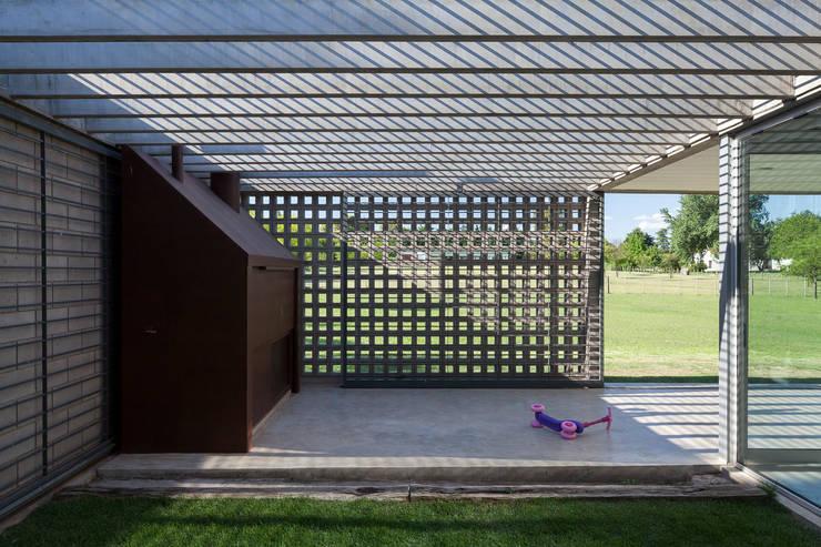 Casa BE: Casas de estilo  por BLTARQ  Barrera-Lozada,Moderno