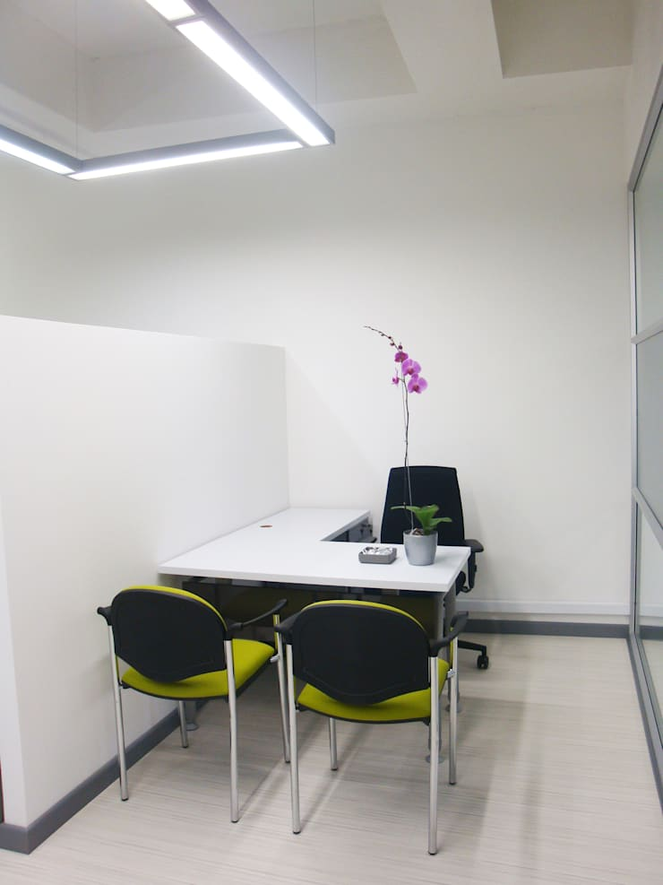 Oficina semiabierta: Edificios de oficinas de estilo  por Obras Son Amores