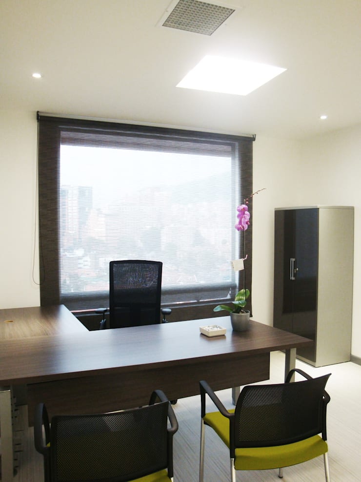 Oficina de Gerencia: Edificios de oficinas de estilo  por Obras Son Amores