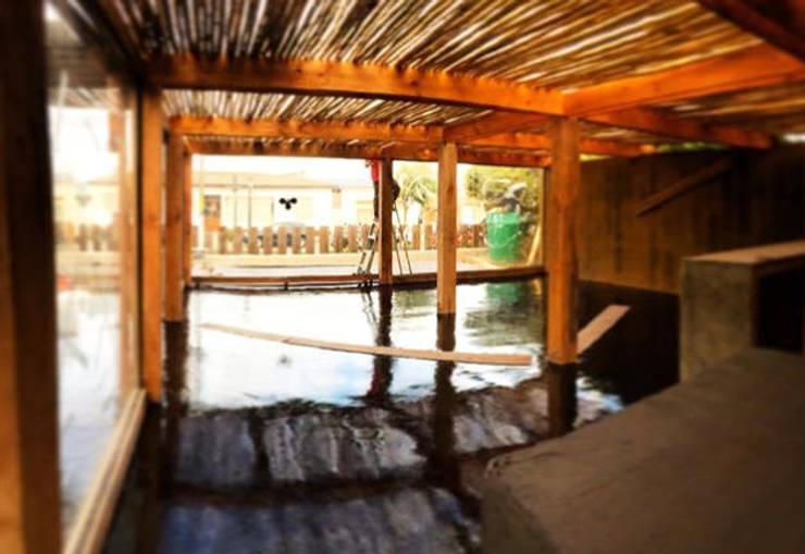 Calidez de la Madera: Restaurantes de estilo  por Escantillon Arq