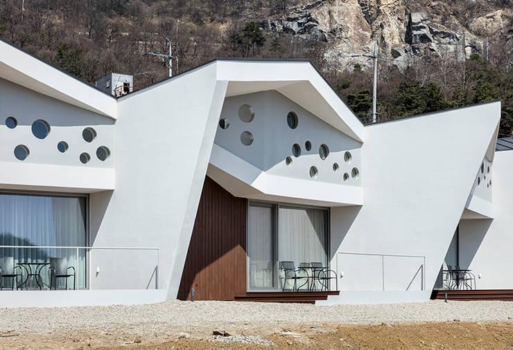 Casas de estilo  por HGA 건축디자인연구소