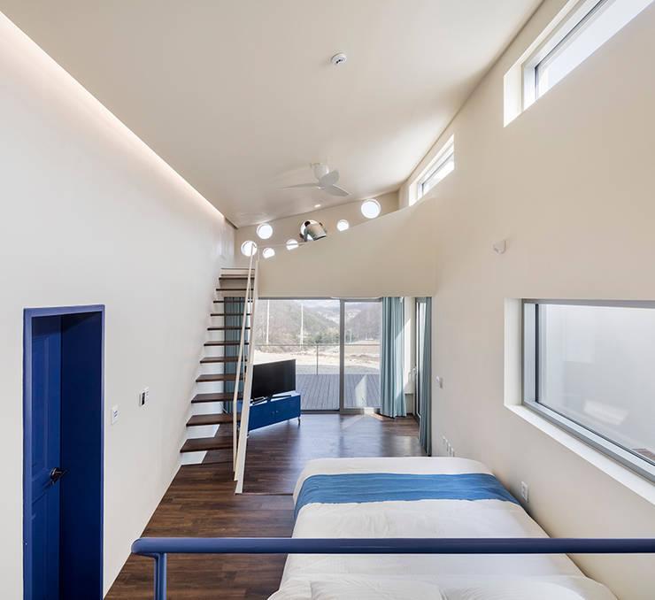 Salon de style  par HGA 건축디자인연구소, Moderne Bois Effet bois