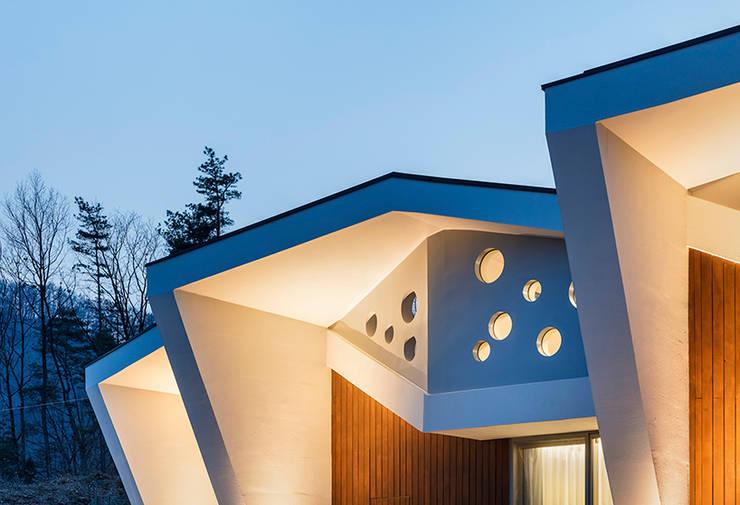 Maisons de style  par HGA 건축디자인연구소, Moderne Béton