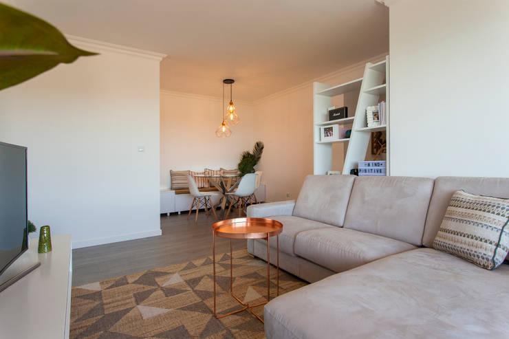 Salones de estilo  por Traço Magenta - Design de Interiores