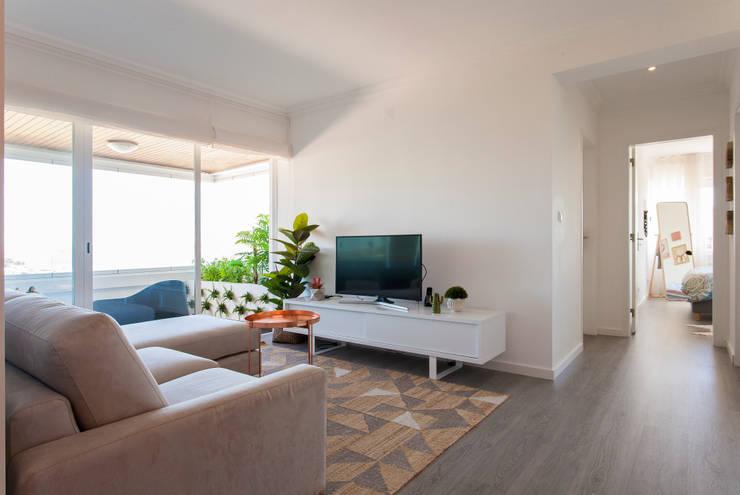 Salas de estilo  por Traço Magenta - Design de Interiores