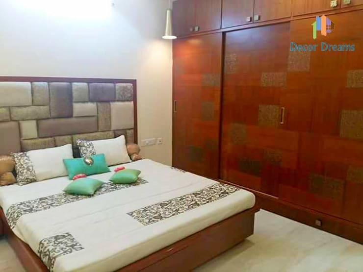 Independent Bungalow - Mr. Modi:  Bedroom by DECOR DREAMS