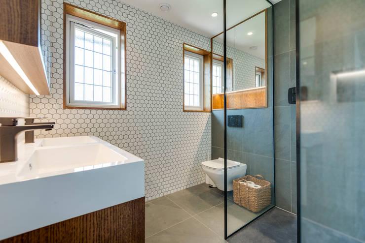 Bathroom by Novispace