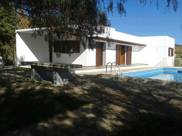 CASA DE DISEÑO PERSONALIZADA EN LA SERENA (BADAJOZ): Jardines de estilo  de MODULAR HOME