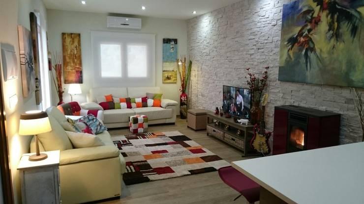 CASA DE DISEÑO PERSONALIZADA EN LA SERENA (BADAJOZ): Salones de estilo  de MODULAR HOME