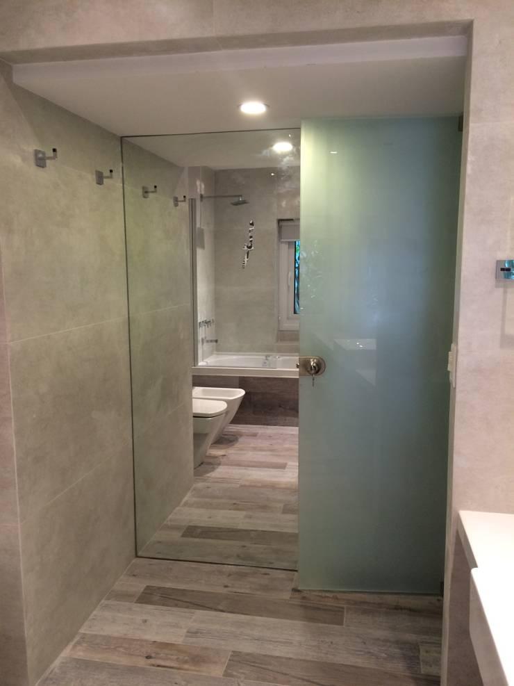 Baño Principal. Espejos y Esmerilados.: Baños de estilo  por NG Estudio,