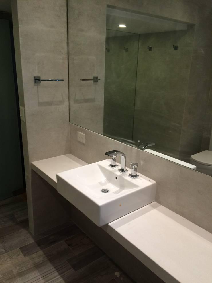 Baño Principal. Mesadas y Griferías: Baños de estilo  por NG Estudio,
