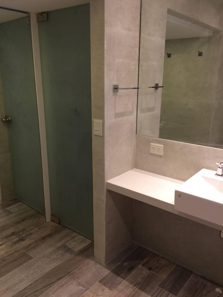 Baño Principal. Acceso y Mesada: Baños de estilo  por NG Estudio,