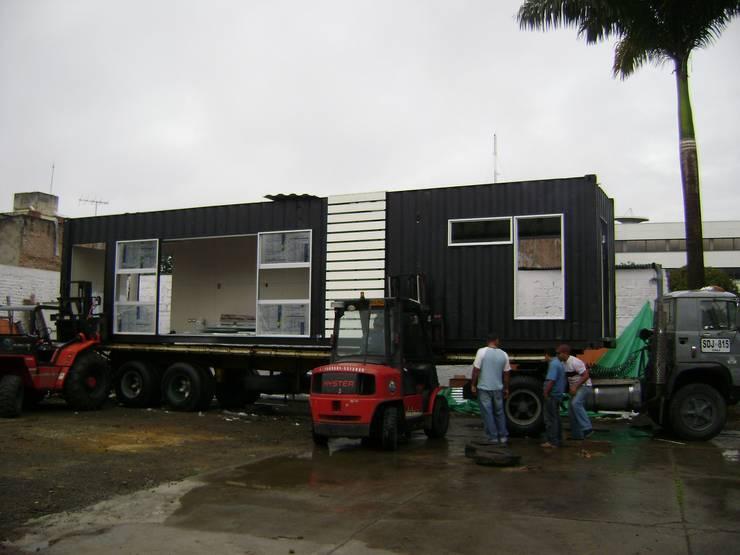 Transporte al sitio de la obra: Casas prefabricadas de estilo  por Home Box Arquitectura