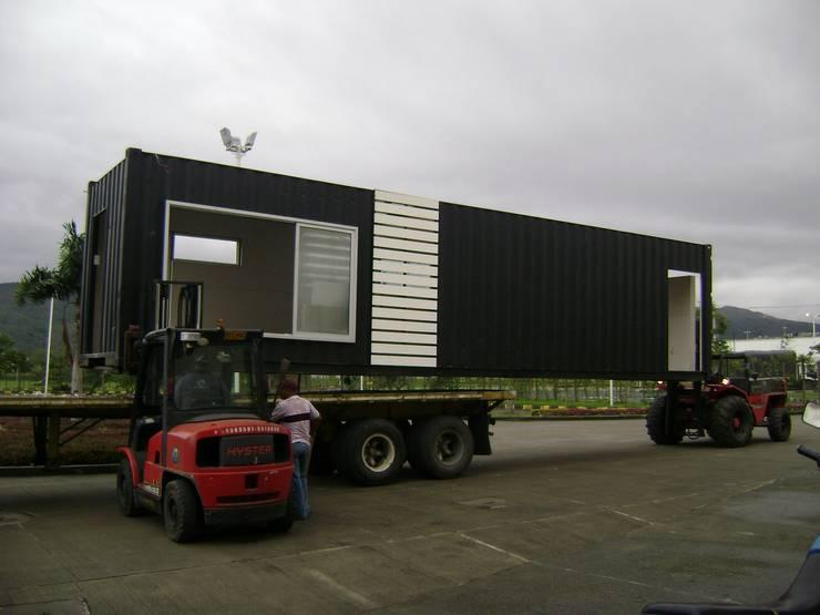 Descargue en obra: Casas prefabricadas de estilo  por Home Box Arquitectura