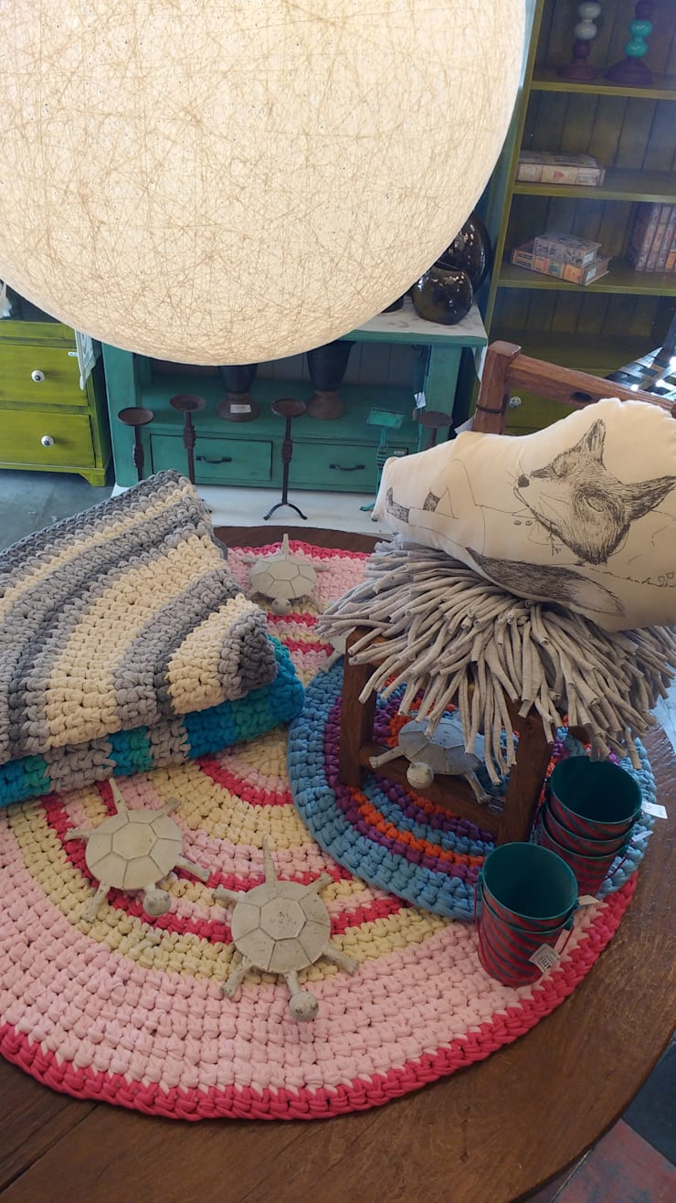 ~Textiles ~: Dormitorios de estilo  por Vero Capotosto ,