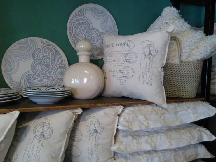 ~Textiles ~: Hogar de estilo  por Vero Capotosto ,