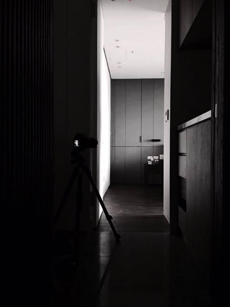 Linkou Z House:  臥室 by 質覺制作設計有限公司