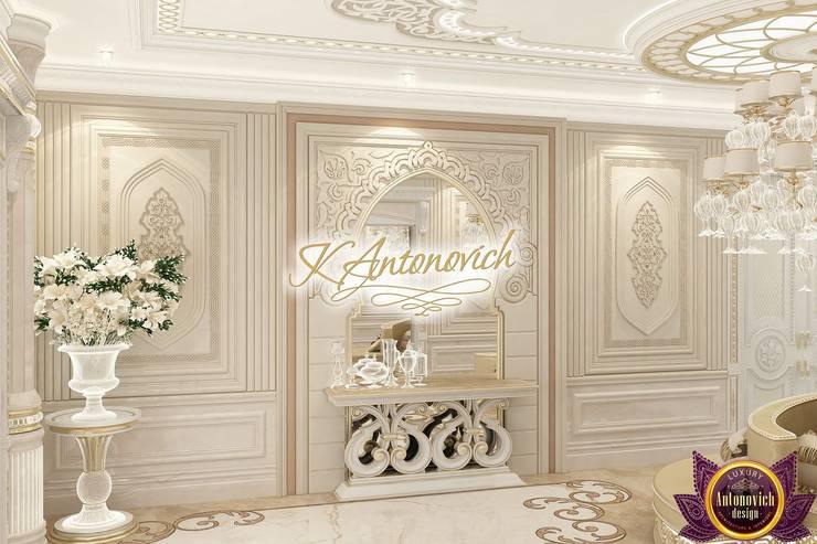   Luxurious interior design by Katrina Antonovich :  Corridor & hallway by Luxury Antonovich Design, Classic