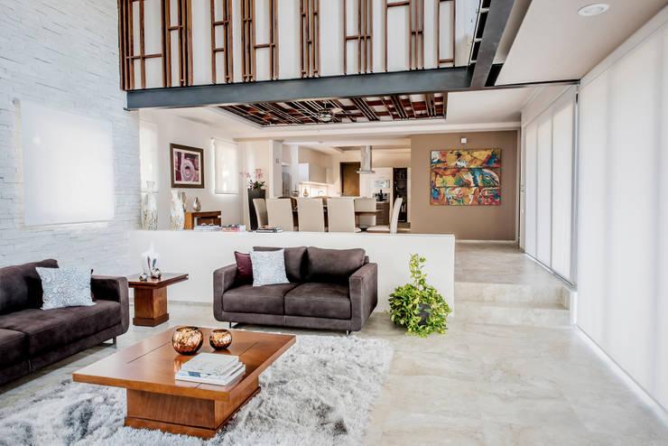 Sala de estar y comedor: Salas de estilo  por Constructora e Inmobiliaria Catarsis