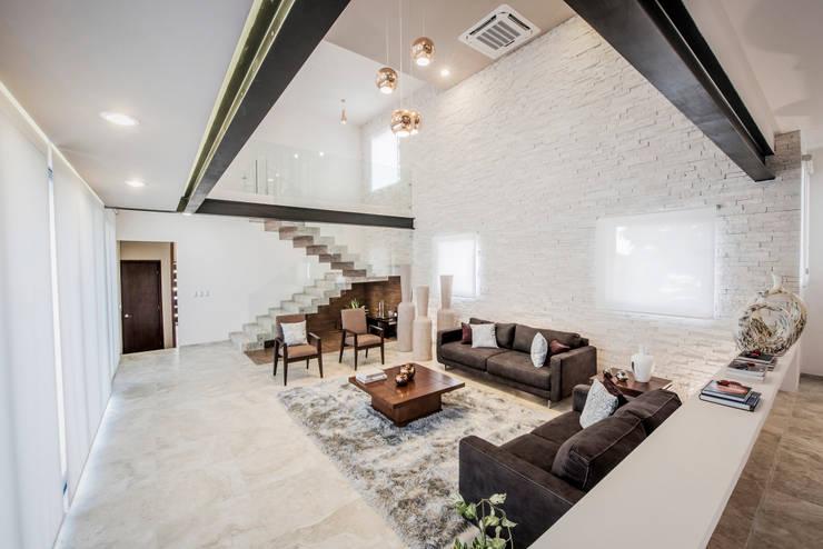 Sala (doble altura) : Salas de estilo  por Constructora e Inmobiliaria Catarsis