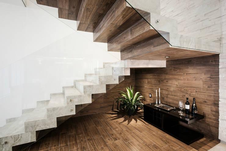 Bodegas de vino de estilo  por Constructora e Inmobiliaria Catarsis