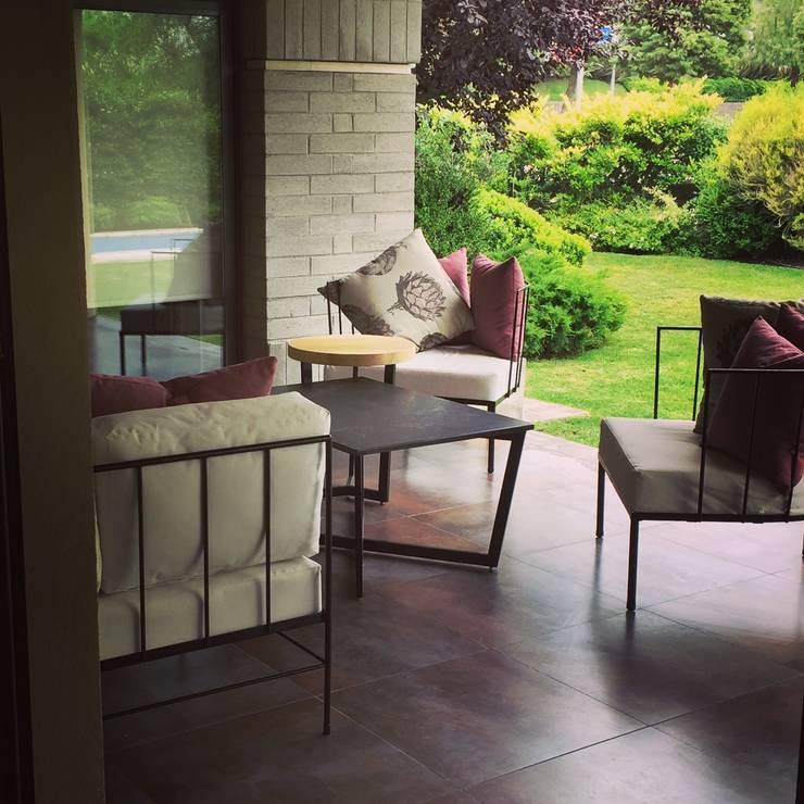 galeria: Balcones y terrazas de estilo  por 72 diseño exterior,
