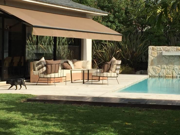 picina: Terrazas de estilo  por 72 diseño exterior,