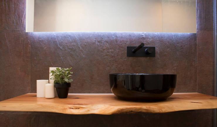 WOOD : Casas de banho  por ORCHIDS LOFT