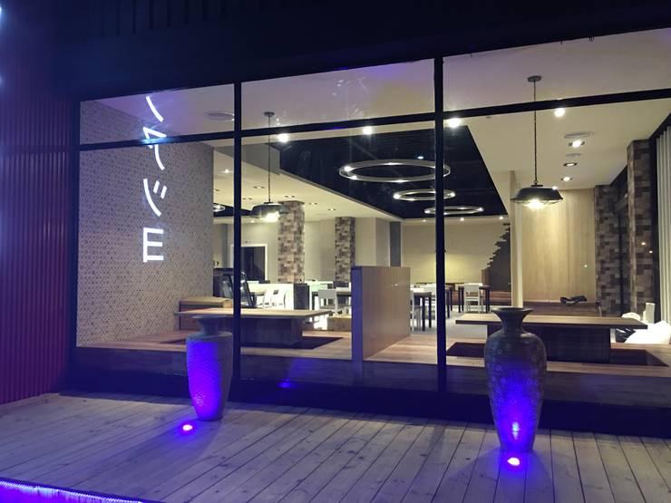 百坪複合式餐廳設計裝潢:  餐廳 by 登品空間規劃工程有限公司