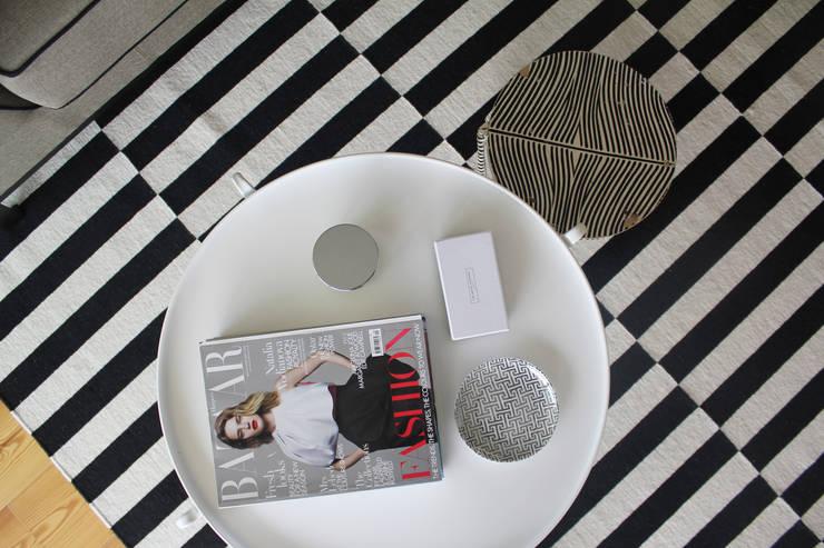 Sala de estar (pormenor): Salas de estar modernas por Tangerinas e Pêssegos - Design de Interiores & Decoração no Porto