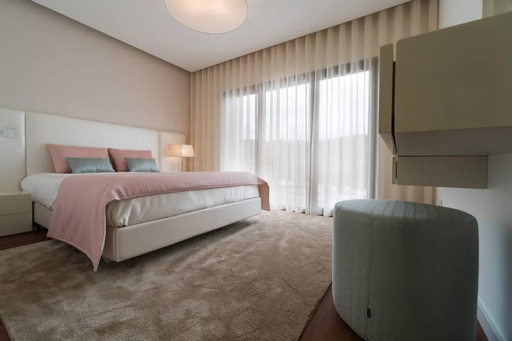 Dormitorios de estilo minimalista por UNISSIMA Home Couture
