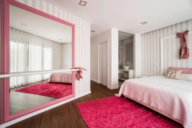 Habitaciones infantiles de estilo  por UNISSIMA Home Couture